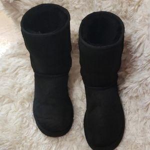 UGG black.